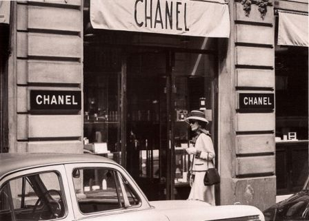 Coco Chanel entering the Rue Cambon building - 1962 (photo by Douglas Kirkland).